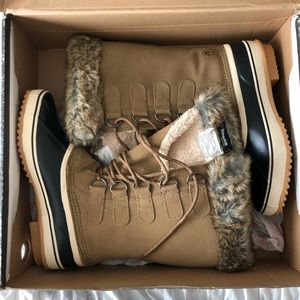 Snow Boots - Northside Size 8